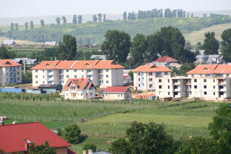 Zeci de locuinţe construite pentru medici