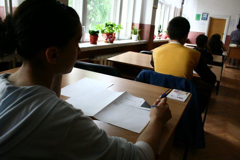 Cum vor merge elevii la școală de luni. Ministerul Educației a publicat lista cu fiecare localitate și scenariul în care se încadrează