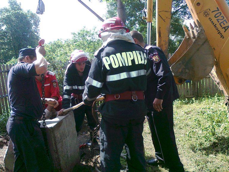 Copil de 16 ani înecat în fântâna din curtea casei