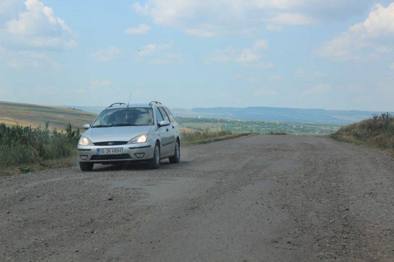 Plombe în loc de modernizare pe drumul spre Iaşi