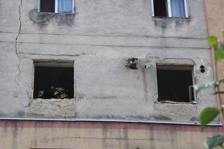 Supărat că a pierdut custodia copilului, un bărbat din Piatra Neamț și-a aruncat în aer apartamentul
