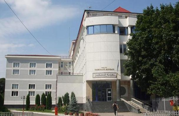 Tribunalul scoate la licitaţie spaţii pentru băuturi calde şi reci
