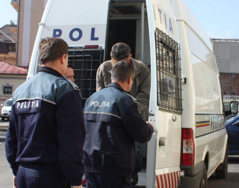 Teribilist băgat în arestul poliției pentru o noapte