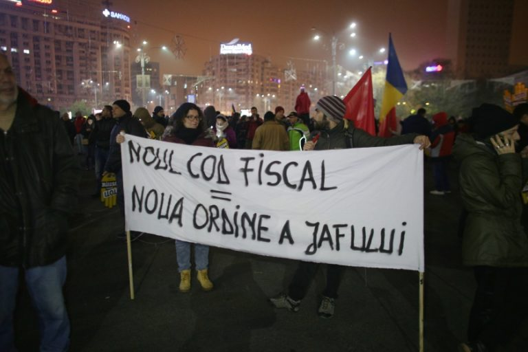 Românii îşi cer ţara înapoi de Ziua Naţională