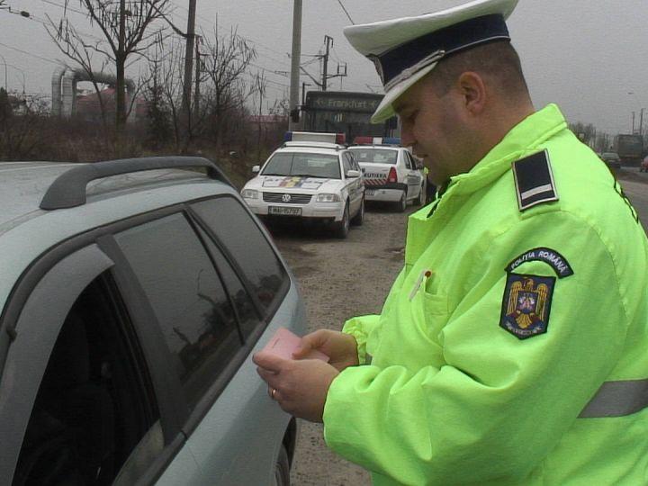 Mașină suspectă descoperită în trafic. Șoferul va fi anchetat penal