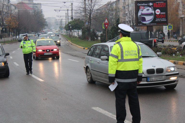 Șofer inconștient oprit în trafic și dat jos de la volan