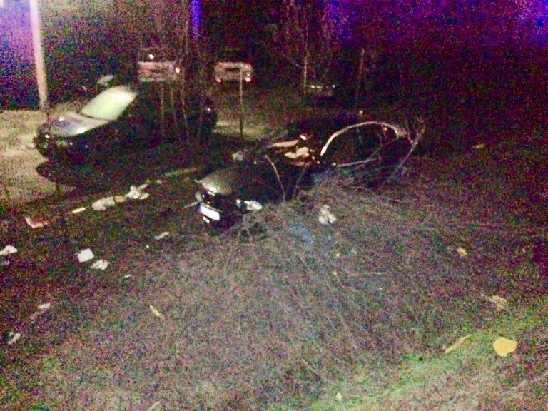 BMW aruncat de pe sosea de un camion