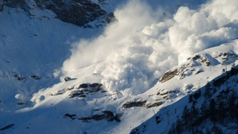 Turişti surprinşi de avalanşă în Parâng