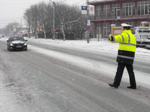 Fals şofer scos din trafic de poliţişti