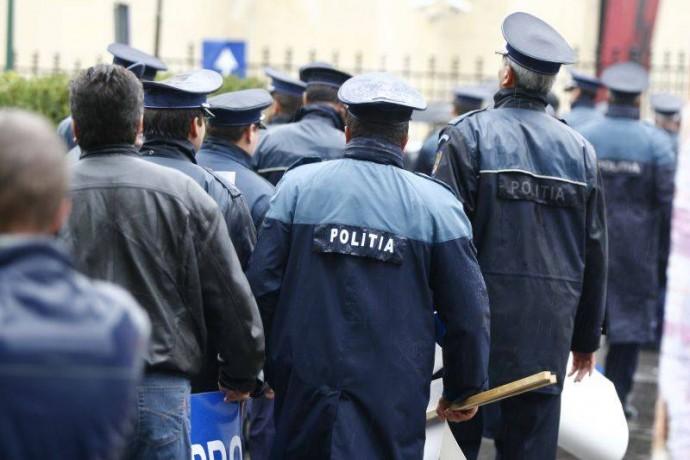 Sute de poliţişti angrenaţi în misiuni, de Crăciun
