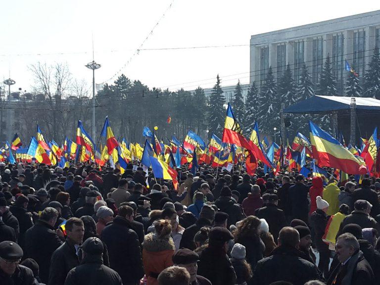 Miting anti-guvernamental la Chişinău, organizat de Mişcarea de Rezistenţă Naţională ACUM