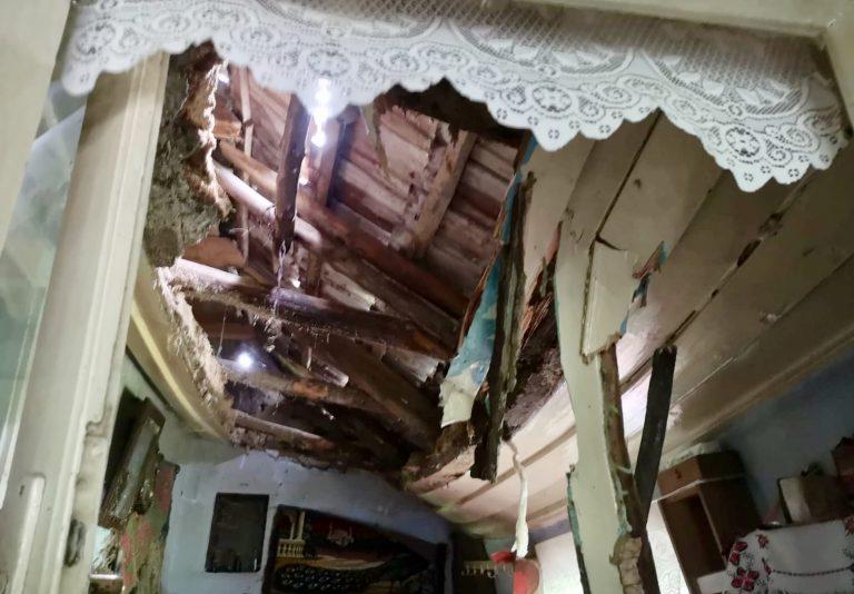 Batrana peste care a cazut tavanul a decedat