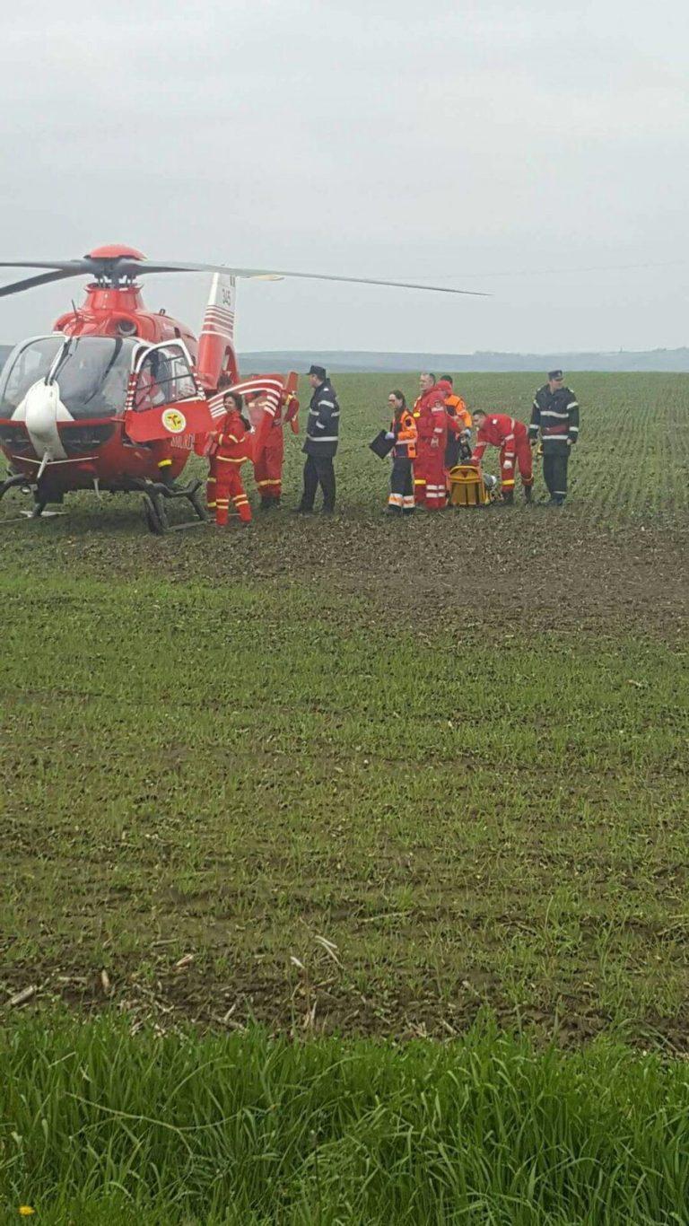 Femeie preluată de pe câmp de elicopterul SMURD