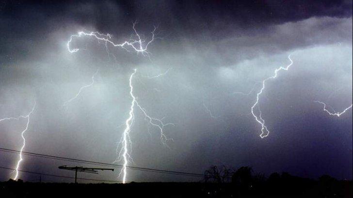 COD ROȘU de ploi în județ. Populația avertizată prin Ro-Alert