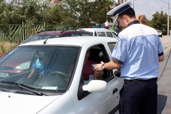 Plimbare penală cu maşina stopată de poliţişti