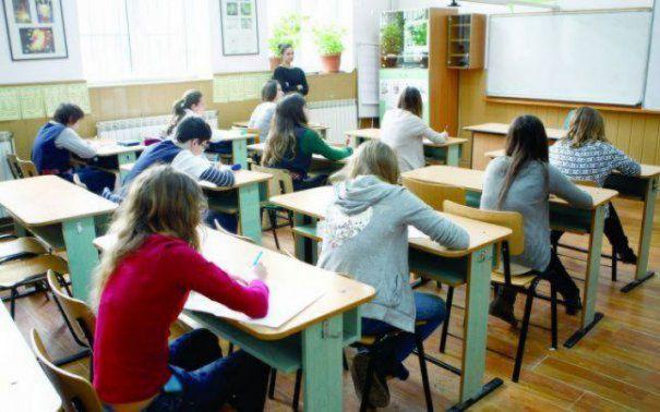 Simularea Evaluării Naționale la clasa a VIII-a. Elevii dau proba la Matematică