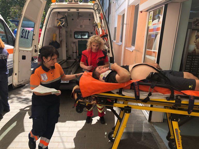 Bărbat rănit după ce a căzut într-un canal