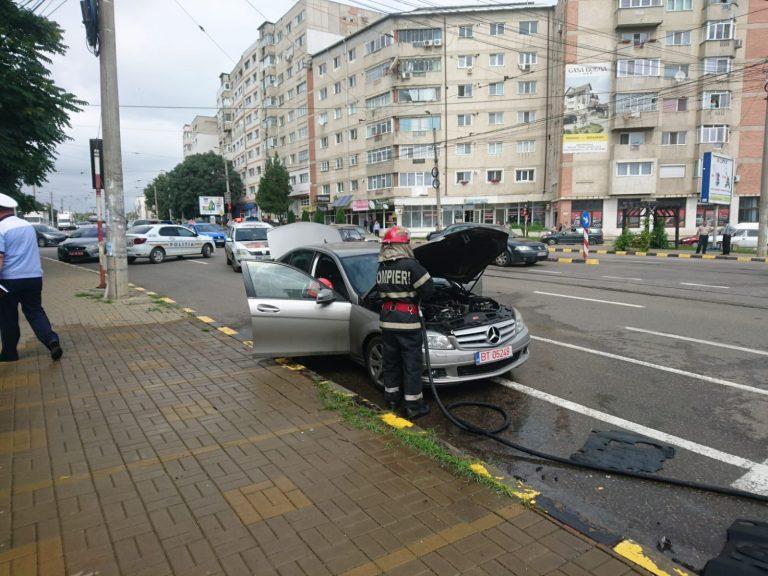 Mercedes în flăcări pe Calea Națională (video)