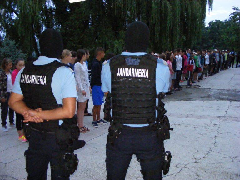 Jandarmii au descins în tabăra de airsoft de la Agafton
