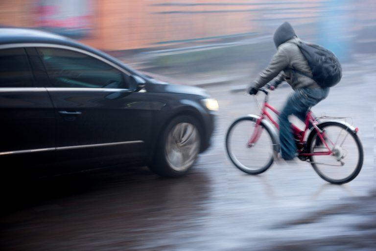 Biciclist rănit grav la Ştefăneşti