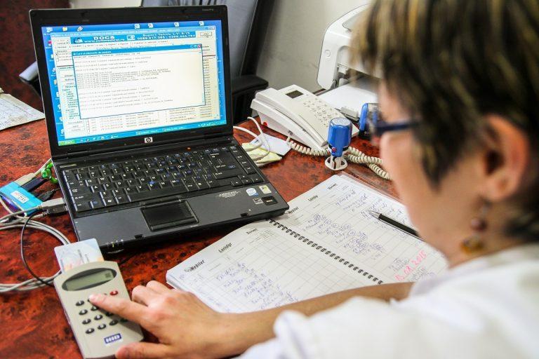 Guvernul plăteşte cu prioritate concediile medicale pentru COVID