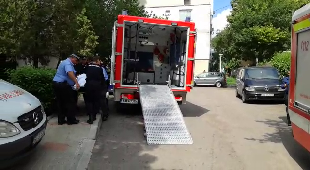 Bărbat supraponderal transportat la spital cu pompierii