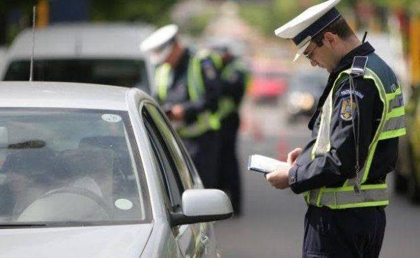 Controale în trafic organizate de polițiștii rutieri. Mai mulți șoferi au rămas fără permise