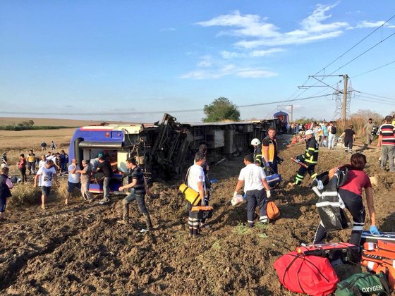 Un tren cu destinaţia Istanbul a deraiat. Bilanţul a ajuns la cel puţin 24 de morţi