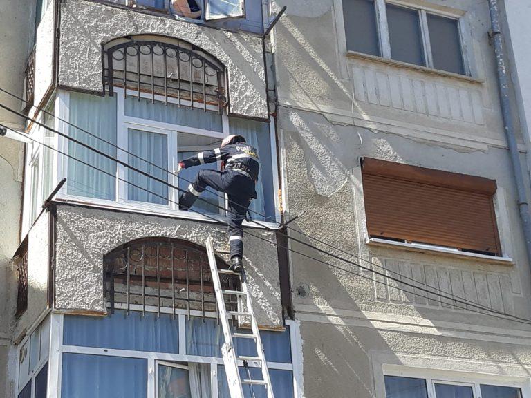 Bărbat găsit mort în propriul apartament