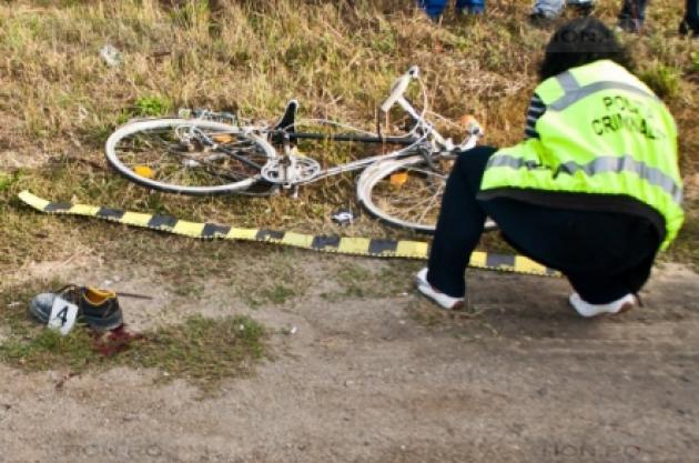Tragedie. Biciclist mort, după ce a căzut în şanţ