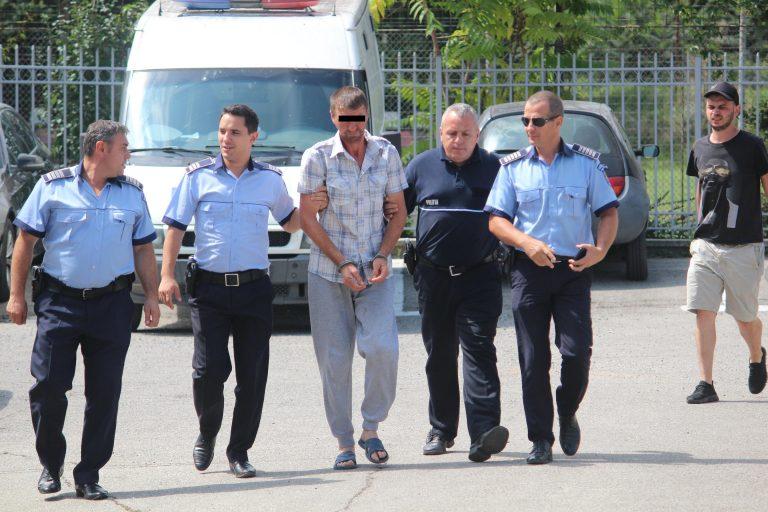 Autorul crimei de la Dracşani trimis în boxa acuzaţilor