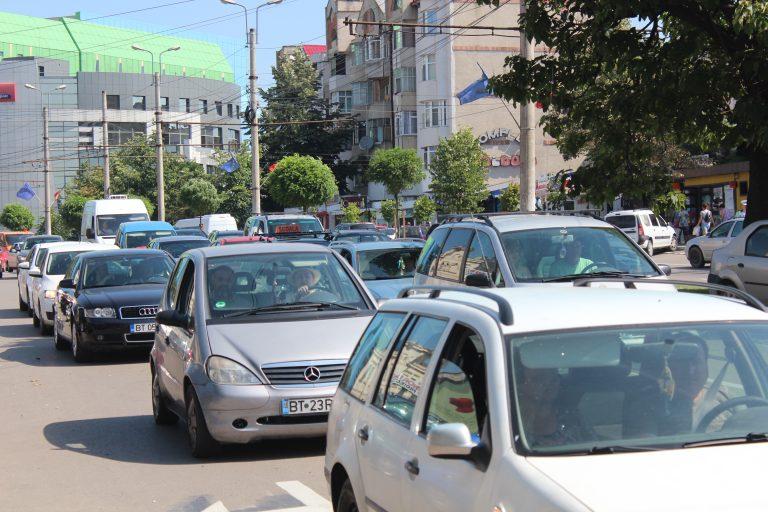 Străzi sufocate de explozia de maşini