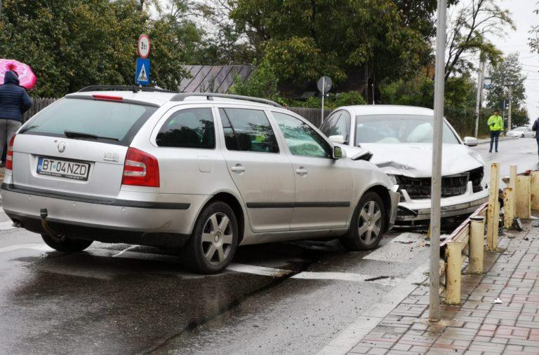 Maşini făcute praf pe strada Petru Rareş