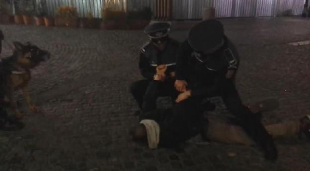 Poliţişti ameninţaţi cu moartea. Agresorul condamnat simbolic