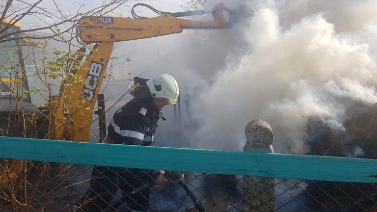 Incendiu de proporţii la Ungureni (galerie foto)