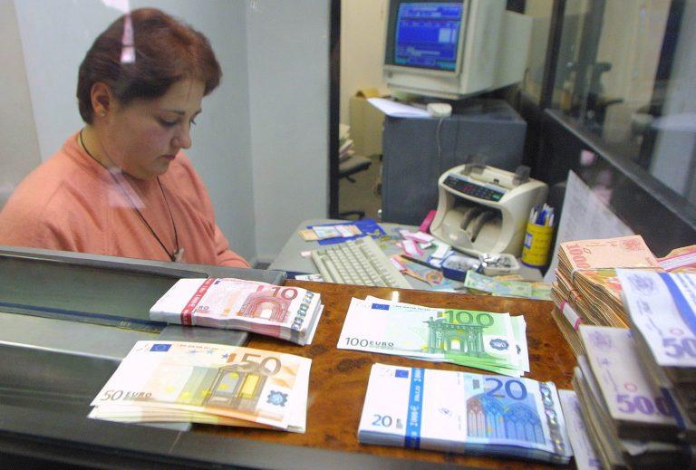 Trei bărbați au fost prinși cu 90.000 de euro falși
