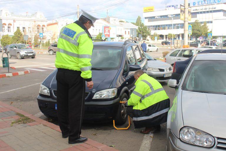 Echipa Eltrans a blocat astăzi primele maşini în parcările cu plată