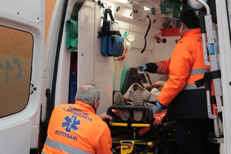 Luat cu ambulanţa, după ce s-a drogat din curiozitate