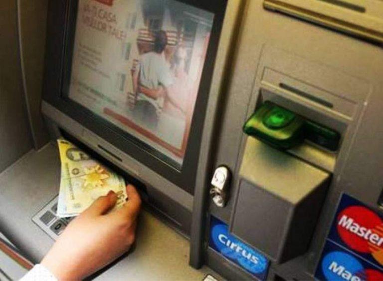 Bancomat aruncat în aer în Arad. Hoţii au fugit cu banii