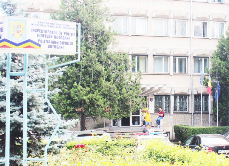Camion abandonat în curtea IPJ Botoșani. Polițiștii au cerut ajutorul judecătorilor
