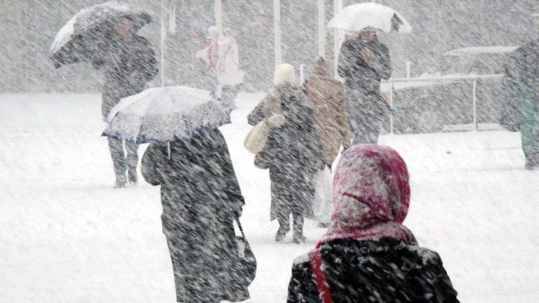 Avertizare meteo: ninsori și vânt puternic