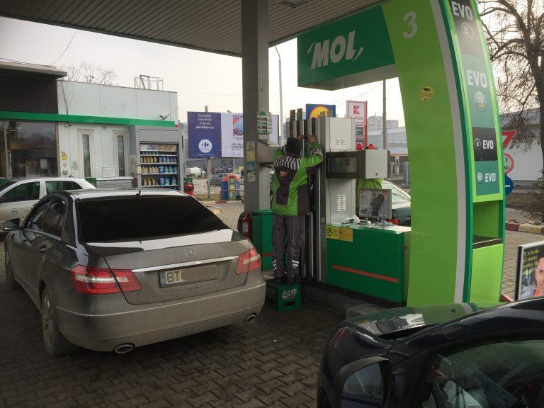 Accizele scumpesc din nou benzina