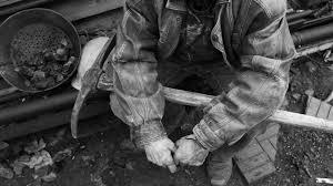 Protest la Lupeni: peste 100 de mineri refuză să iasă din subteran, din cauza întârzierilor salariale