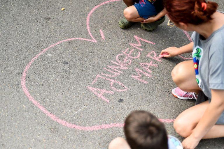 """Sprijin cerut pentru copiii şi tinerii incluşi în Programul """"Ajungem Mari"""""""