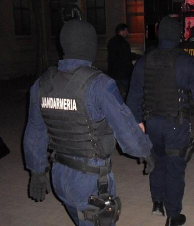 Jandarmi bătăuşi iertaţi de demitere