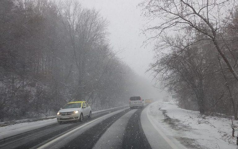 Ninge abundent. Se circulă în condiții de iarnă în mai multe județe din țară