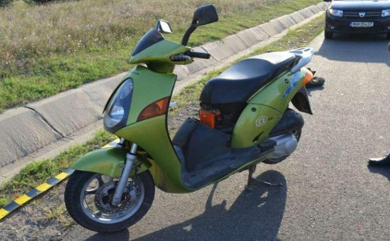 Plimbare penală cu motoscuterul oprită de poliţişti