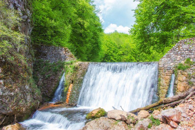Valea Roşiei, o zonă cu peisaje de poveste