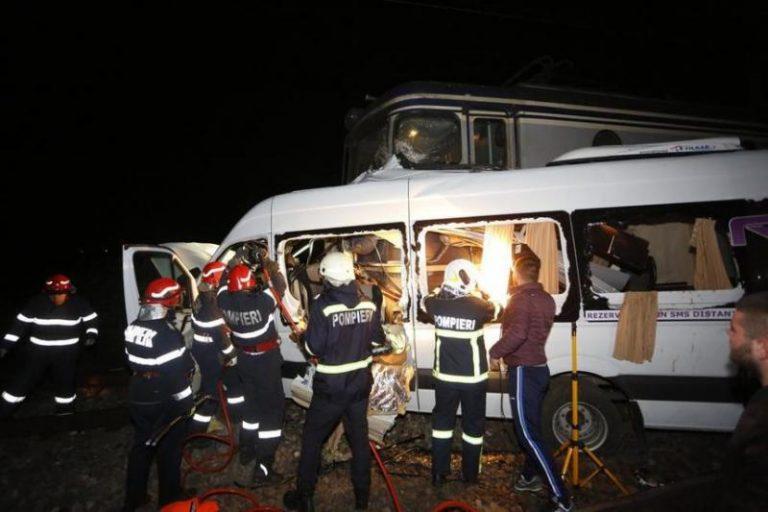 Microbuz spulberat de tren în Buzău