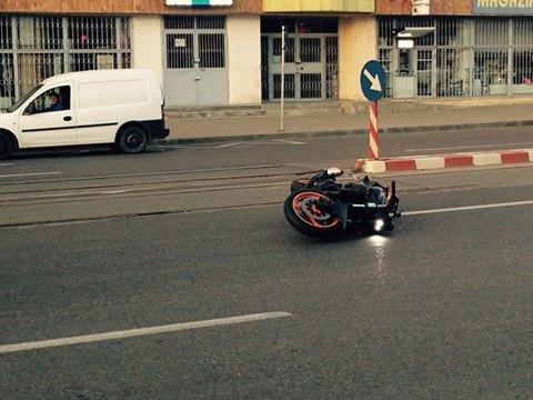 Goană nebună cu motocicleta terminată în puşcărie